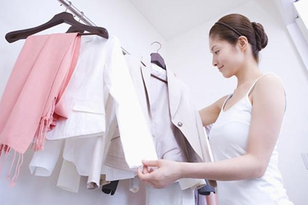 GiatSayNhanh-Cách-giặt-ủi-không-phai-màu-quần-áo-Giữ-áo-somi