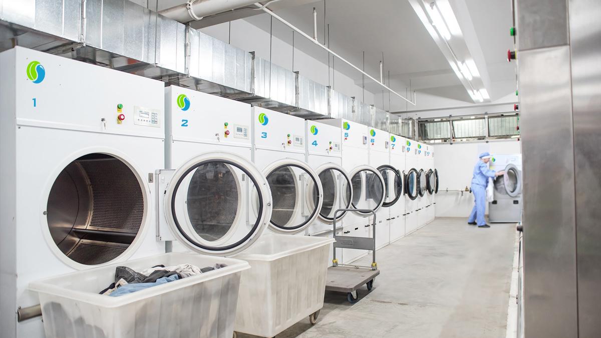 Giặt Sấy Nhanh cung cấp dịch vụ <b>Giao và Nhận miễn phí</b> cho khách hàng. Tiện lợi hơn, khách hàng sẽ nhận được đồ giặt chỉ trong 24 giờ.