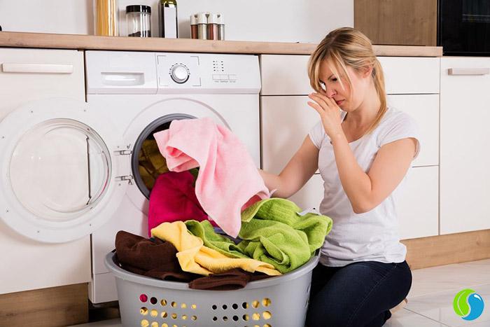 khử mùi hôi quần áo